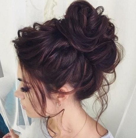 Messy Bun good hair style for hair loss